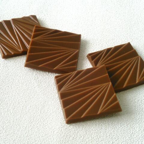 有楽製菓「デラックスチョコレート 薄板ミルク」