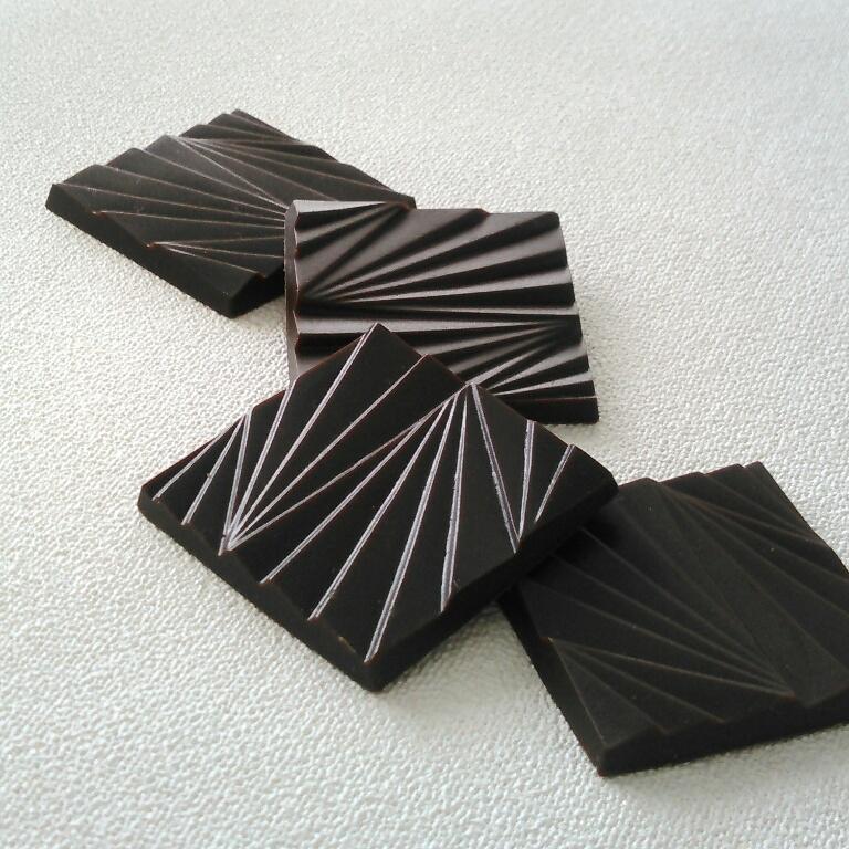 有楽製菓「デラックスチョコレート 薄板ビター」